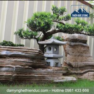 den-da-4-300x300 Đèn đá sân vườn - mẫu 4