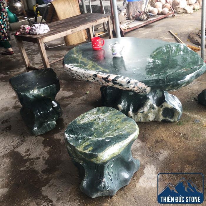 Bộ bàn ghế đá tự nhiên nguyên khối | Bàn ghế đá xanh rêu